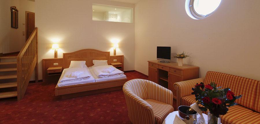Austria_Zell-am-see_Alpine-resort_Bedroom.jpg
